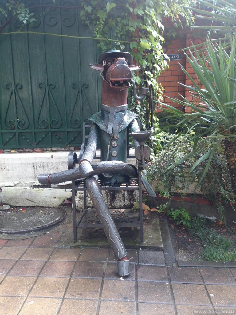 Конь в пальто (Памятник, Сочи)