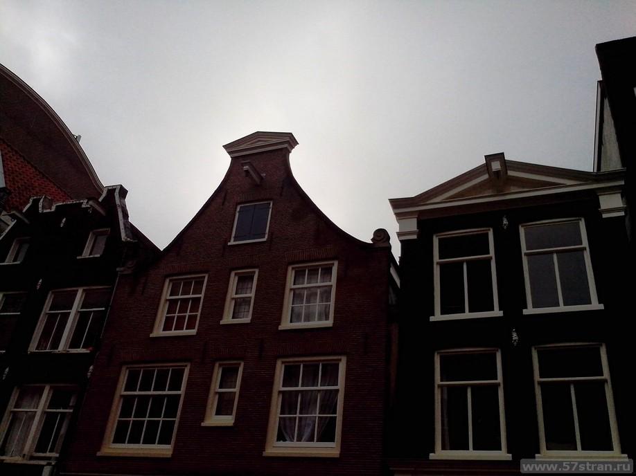 Наклон домов в Амстердаме