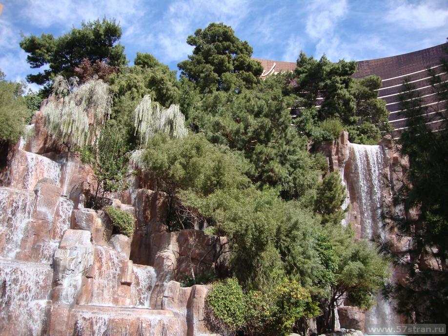 Wynn – Encore с водопадом у входа