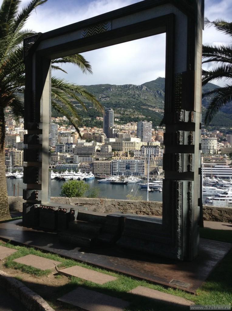 Окно в Монако