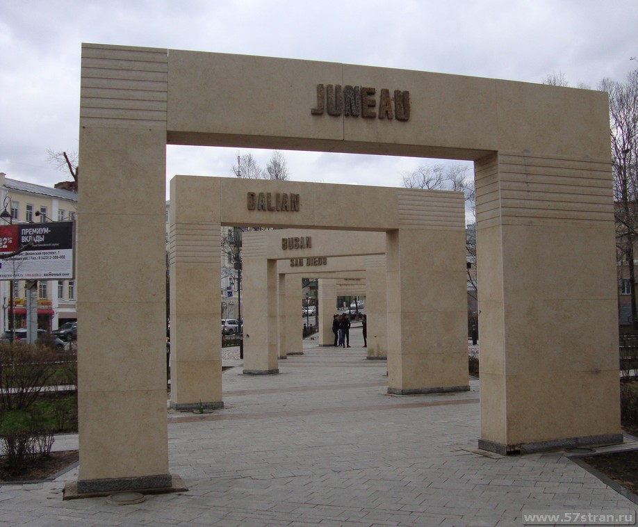 сквер-памятник городов побратимов Владивостока
