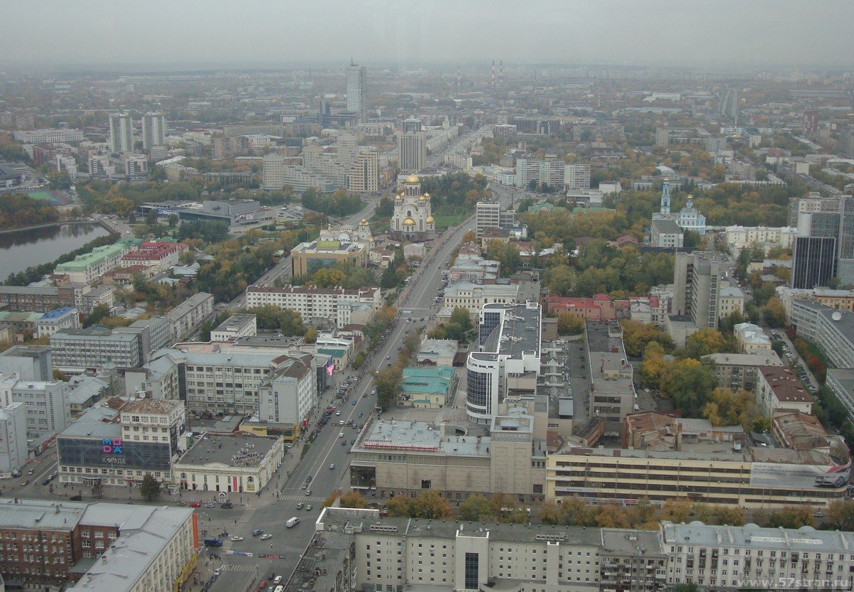 Вид на Екатеринбург с нового небоскреба «Высоцкий».
