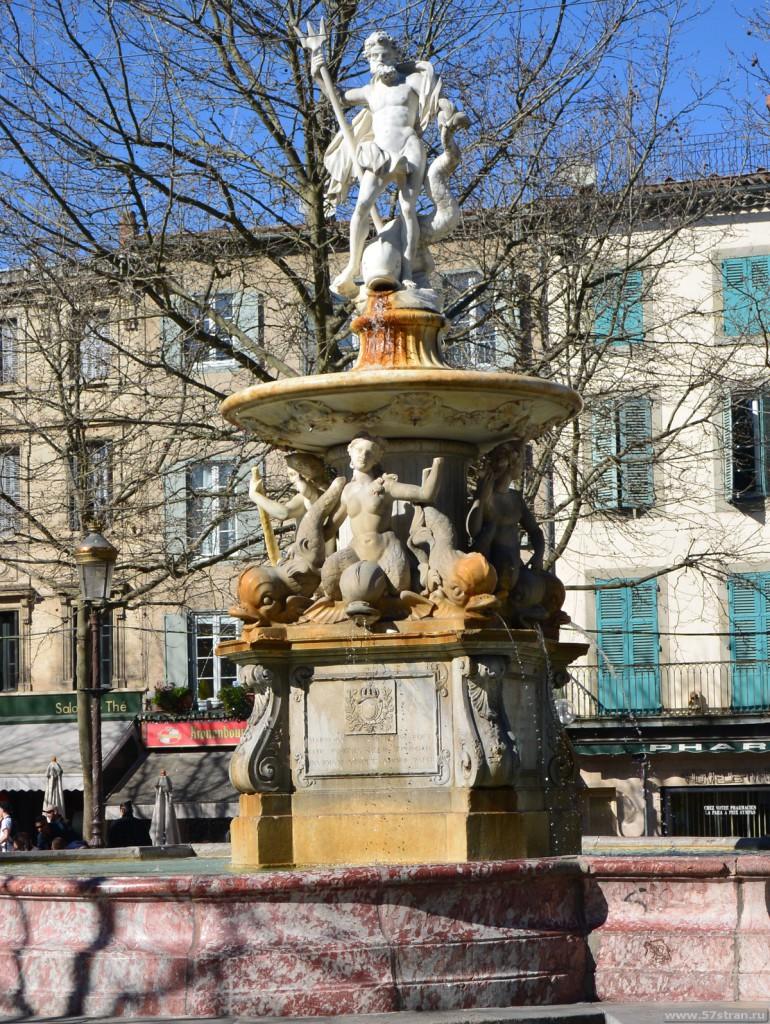 Каркассон - фонтан