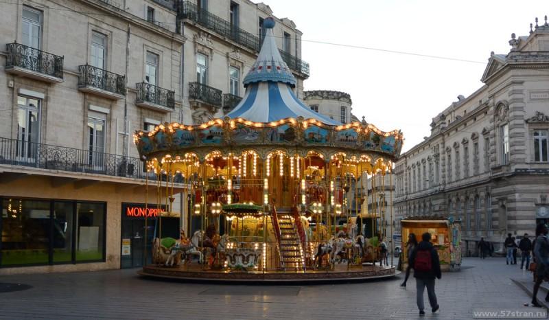 Карусель на площади Комедии в Montpellier