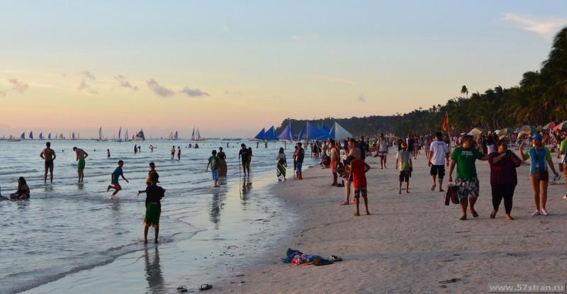 Толпы на закате Боракай