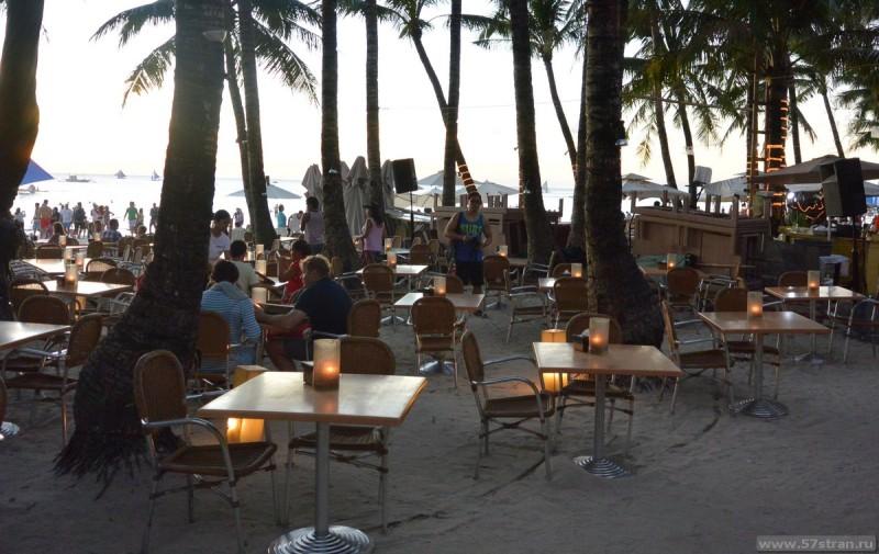 Ужин на белом пляже Боракая