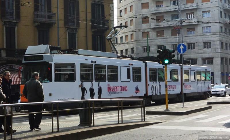 Исторический трамвай на улицах милана