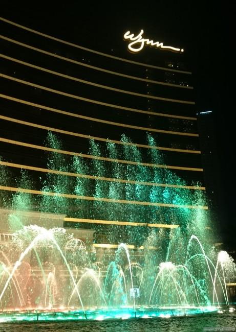 Фонтаны у отеля Wynn Macau