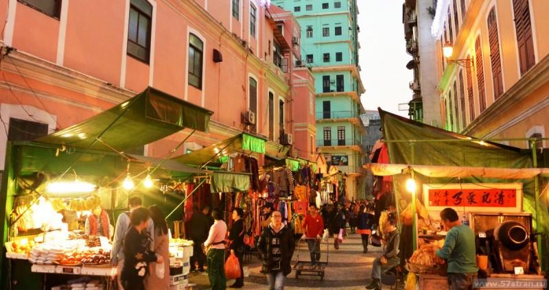 Улицы Макао превращены в рынок