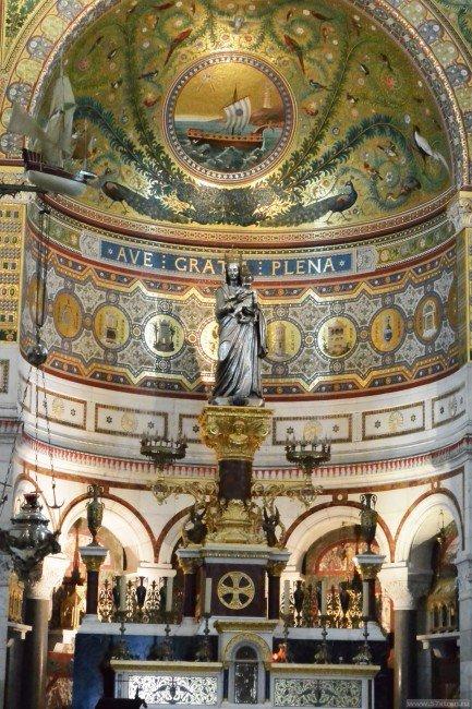 серебряная статуя Девы Марии