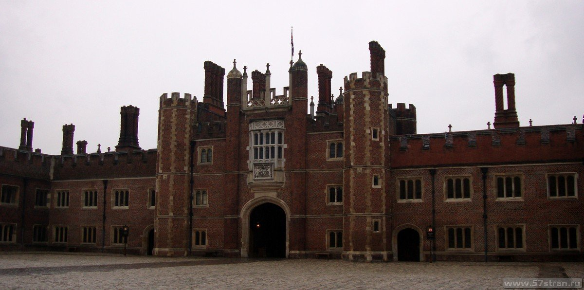 Дворец Хэмптон-Корт недалеко от Лондона - фото, описание и отзывы