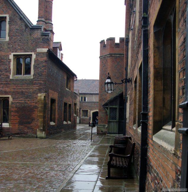 Хэмптон-Корт внутренний двор